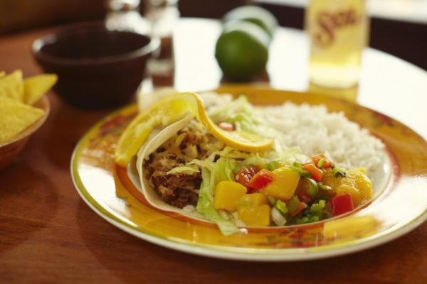 Taco au carnitas, viande parfumée aux herbes et épices, click and collect La Perla